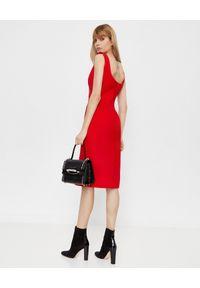 Czerwona sukienka Alexander McQueen kopertowa, rockowa