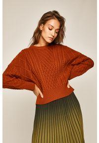 Brązowy sweter medicine