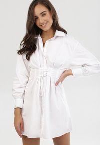 Born2be - Biała Sukienka Thekrana. Typ kołnierza: dekolt gorset. Kolor: biały. Typ sukienki: gorsetowe. Długość: mini