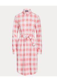 Ralph Lauren - RALPH LAUREN - Sukienka w różowo-białą kratę. Okazja: na co dzień. Typ kołnierza: kołnierzyk klasyczny, polo. Kolor: biały. Materiał: bawełna. Długość rękawa: długi rękaw. Wzór: kratka. Typ sukienki: proste. Styl: klasyczny, casual