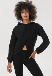 Born2be - Czarna Bluza Orraya. Kolor: czarny. Materiał: dzianina, materiał. Długość rękawa: długi rękaw. Długość: długie. Styl: klasyczny