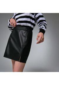 House - Spódnica mini z imitacji skóry - Czarny. Kolor: czarny. Materiał: skóra