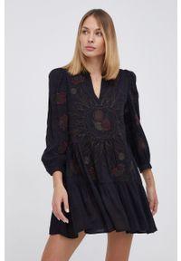 Desigual - Sukienka. Okazja: na co dzień. Kolor: czarny. Materiał: tkanina. Wzór: haft. Typ sukienki: proste. Styl: casual