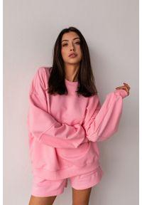 Marsala - Bluza damska gładka w kolorze CANDY PINK - SANDY BY MARSALA. Materiał: dresówka, dzianina, elastan, bawełna. Wzór: gładki. Styl: klasyczny