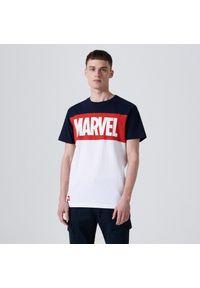 Cropp - Koszulka Marvel - Granatowy. Kolor: niebieski. Wzór: motyw z bajki
