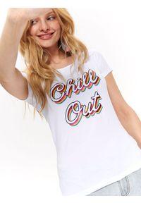 Biały t-shirt TOP SECRET z krótkim rękawem, z nadrukiem, na lato, krótki