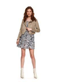TOP SECRET - Wzorzysta sukienka z falbanami i gumką w pasie. Kolor: biały. Typ sukienki: koszulowe