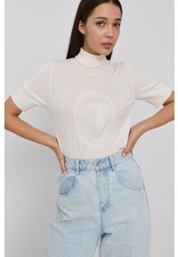 Trussardi Jeans - Trussardi - Sweter. Typ kołnierza: golf. Kolor: biały. Materiał: dzianina. Długość rękawa: krótki rękaw. Długość: krótkie. Wzór: aplikacja
