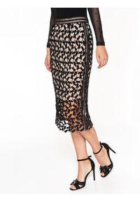 Czarna spódnica TOP SECRET długa, w koronkowe wzory, elegancka