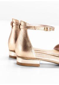 Złote sandały bonprix eleganckie