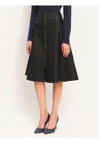 Czarna spódnica TOP SECRET na co dzień, w kolorowe wzory, elegancka, na jesień
