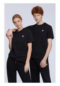 Vistula T-Shirt Rummy T Basic RX1061 Czarny Regular Fit. Kolor: czarny