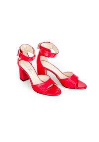 Zapato - sandałki na słupku - skóra naturalna - model 348 - kolor czerwony lakier. Okazja: na wesele, na ślub cywilny, na imprezę. Nosek buta: otwarty. Kolor: czerwony. Materiał: skóra, lakier. Wzór: motyw zwierzęcy, kwiaty, geometria, aplikacja. Sezon: lato. Obcas: na słupku. Styl: boho, klasyczny, elegancki, młodzieżowy. Wysokość obcasa: średni