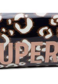 Brązowe etui Superdry