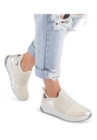 Buty sportowe damskie Ideal Shoes X-9700 Białe. Zapięcie: bez zapięcia. Kolor: biały. Materiał: tworzywo sztuczne, materiał. Obcas: na obcasie. Wysokość obcasa: niski. Sport: turystyka piesza
