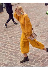 TOP SECRET - Sweter z bufiastym rękawem. Okazja: na co dzień. Kolor: żółty. Materiał: wełna, dzianina, materiał. Styl: casual