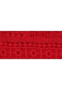 TOP SECRET - Koronkowa sukienka z długim rekawem. Kolor: czerwony. Materiał: koronka. Długość rękawa: długi rękaw. Sezon: jesień, zima. Styl: elegancki