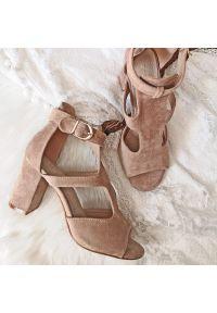 Beżowe sandały Sabatina na słupku, na średnim obcasie, klasyczne