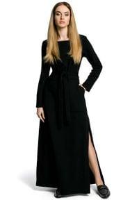 MOE - Czarna Sukienka Dresowa Maxi z Dekoltem Caro z Rozcięciem. Kolor: czarny. Materiał: dresówka. Długość: maxi