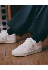 Veja - VEJA - Białe sneakersy Urca. Kolor: biały. Materiał: bawełna, guma, kauczuk, materiał, zamsz. Szerokość cholewki: normalna. Wzór: aplikacja