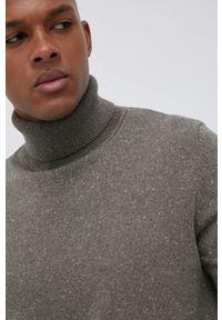 Premium by Jack&Jones - Sweter z domieszką wełny. Okazja: na co dzień. Typ kołnierza: golf. Kolor: zielony. Materiał: wełna. Długość rękawa: długi rękaw. Długość: długie. Styl: casual