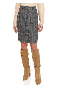 TOP SECRET - Klasyczna spódnica w kratę z wiązaniem. Kolor: czarny. Styl: klasyczny