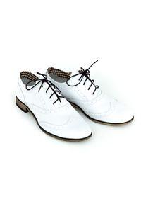 Białe półbuty Zapato w kolorowe wzory, wąskie, z cholewką, eleganckie