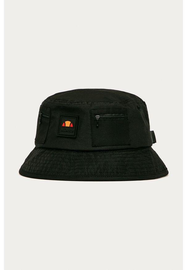 Czarny kapelusz Ellesse z aplikacjami