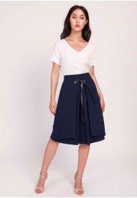 Lanti - Granatowa Trapezowa Spódnica z Tasiemką z Eko-Skóry. Kolor: niebieski. Materiał: skóra