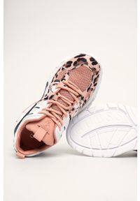 Różowe buty sportowe Guess Jeans na średnim obcasie, z cholewką