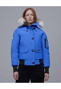 CANADA GOOSE - Niebieska kurtka Chilliwack. Kolor: niebieski. Materiał: futro, materiał. Wzór: aplikacja