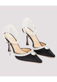 MACH&MACH - Czarne szpilki Diamond of Elizabeth. Zapięcie: pasek. Kolor: czarny. Materiał: satyna. Wzór: aplikacja. Obcas: na szpilce. Wysokość obcasa: średni
