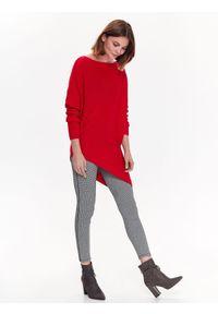 Czerwony sweter TOP SECRET casualowy, długi, w kolorowe wzory