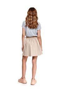 TOP SECRET - Luźny t-shirt z dekoltem w serek. Typ kołnierza: dekolt w serek. Kolor: szary. Materiał: tkanina. Długość rękawa: krótki rękaw. Długość: krótkie. Sezon: wiosna
