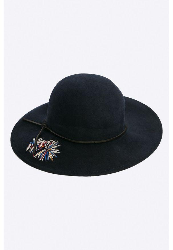 Niebieski kapelusz TOMMY HILFIGER