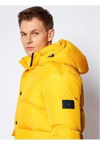 TOMMY HILFIGER - Tommy Hilfiger Kurtka zimowa Tommy Down MW0MW14888 Żółty Regular Fit. Kolor: żółty. Sezon: zima
