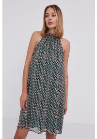 Answear Lab - Sukienka. Typ kołnierza: dekolt halter. Kolor: zielony. Materiał: tkanina. Styl: wakacyjny