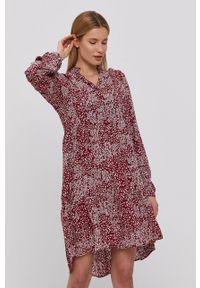 Vero Moda - Sukienka. Kolor: czerwony. Materiał: tkanina. Długość rękawa: długi rękaw. Typ sukienki: rozkloszowane