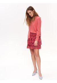Różowy sweter TOP SECRET casualowy, na co dzień, z dekoltem w serek, na lato