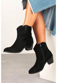 Casu - Czarne botki kowbojki z frędzlami na niskim obcasie casu d20x24/b. Kolor: czarny. Obcas: na obcasie. Wysokość obcasa: niski