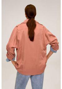 Różowy płaszcz mango z klasycznym kołnierzykiem, klasyczny