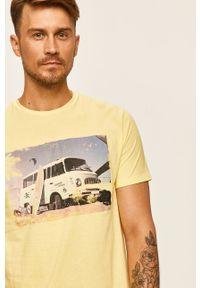 Żółty t-shirt Only & Sons na co dzień, z okrągłym kołnierzem, casualowy, z nadrukiem