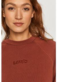 Levi's® - Levi's - Bluza. Okazja: na co dzień, na spotkanie biznesowe. Kolor: czerwony. Materiał: dzianina. Długość rękawa: długi rękaw. Długość: długie. Styl: casual, biznesowy