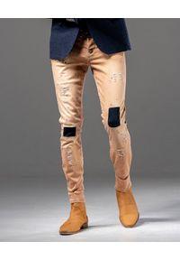GUNS & TUXEDOS - Beżowe spodnie z przetarciami Dust Devil. Kolor: beżowy. Materiał: denim, elastan, bawełna. Styl: elegancki