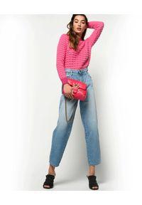 Pinko - PINKO - Jeansy mom-fit z elastyczną talią. Okazja: na co dzień. Kolor: niebieski. Wzór: aplikacja. Styl: casual #4