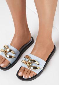 Born2be - Jasnoniebieskie Klapki Alenell. Nosek buta: otwarty. Kolor: niebieski. Materiał: guma. Sezon: lato