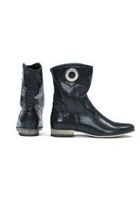 Zapato - wsuwane botki na niskim obcasie - skóra naturalna - model 270 - kolor czarny błyszczący. Zapięcie: bez zapięcia. Kolor: czarny. Materiał: skóra. Szerokość cholewki: normalna. Obcas: na obcasie. Styl: klasyczny, boho. Wysokość obcasa: niski