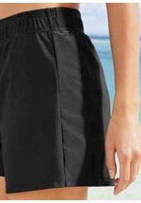 Szorty kąpielowe z figami wewnętrznymi bonprix czarny. Kolor: czarny