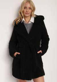 Renee - Czarny Płaszcz Rhenonia. Kolor: czarny. Materiał: tkanina, futro, materiał