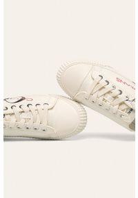 Białe tenisówki Calvin Klein Jeans z okrągłym noskiem, z cholewką, na średnim obcasie, na sznurówki